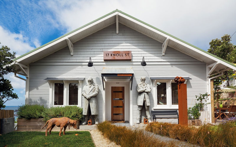 whimsy-sculptors-home-with-lots-of-his-works-1