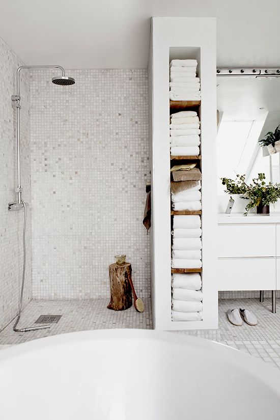 white-bathroom-appliances-with-patterns-and-textures-17