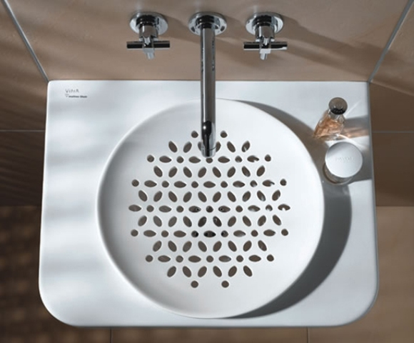 white-bathroom-appliances-with-patterns-and-textures-3