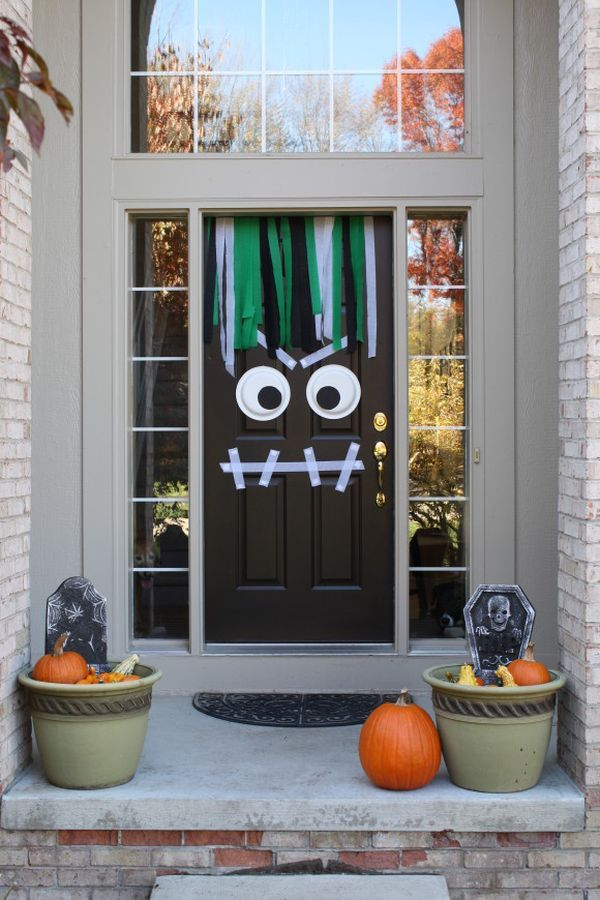 cool-halloween-front-door-decor-ideas-2