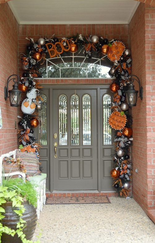 cool-halloween-front-door-decor-ideas-25