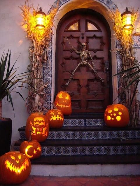 cool-halloween-front-door-decor-ideas-27