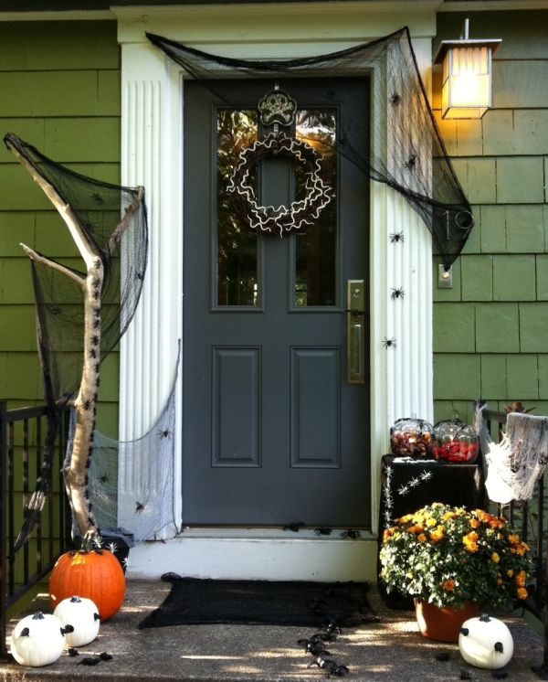 cool-halloween-front-door-decor-ideas-28