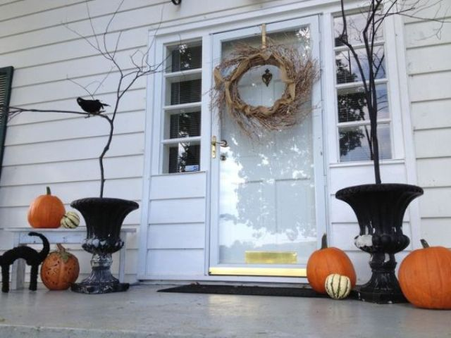 cool-halloween-front-door-decor-ideas-29