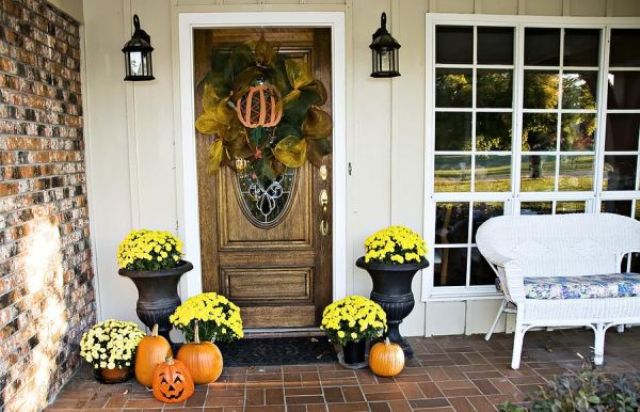 cool-halloween-front-door-decor-ideas-33