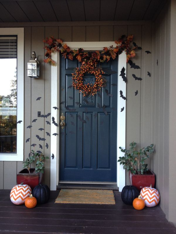cool-halloween-front-door-decor-ideas-37