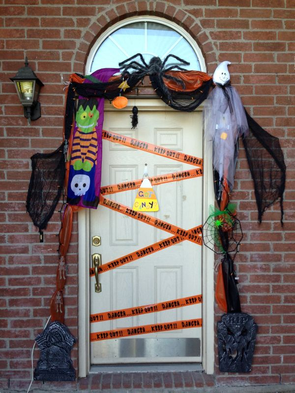 cool-halloween-front-door-decor-ideas-38