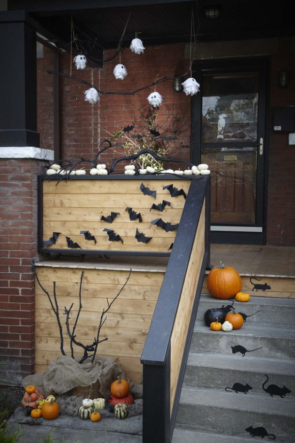 cool-halloween-front-door-decor-ideas-39