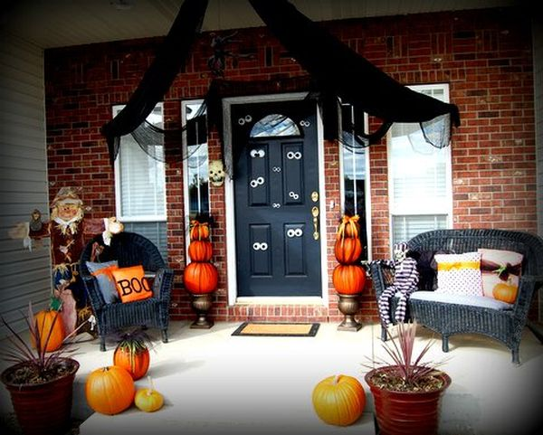 cool-halloween-front-door-decor-ideas-40