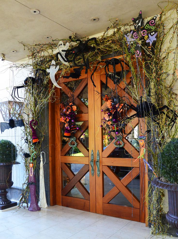 cool-halloween-front-door-decor-ideas-8