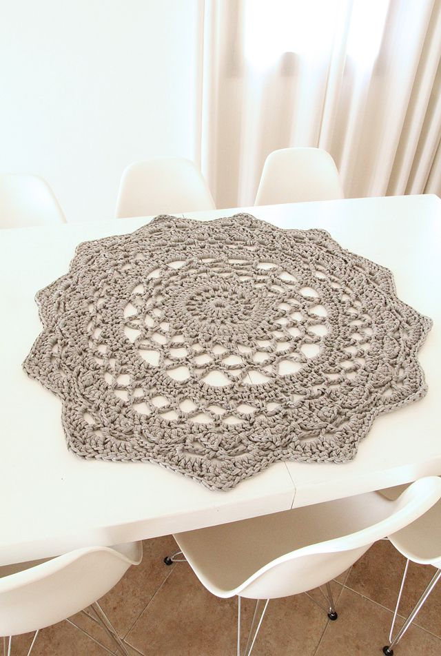 cozy-and-comfy-crochet-pieces-for-home-decor-10
