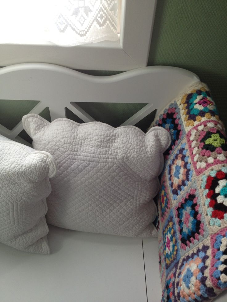 cozy-and-comfy-crochet-pieces-for-home-decor-7
