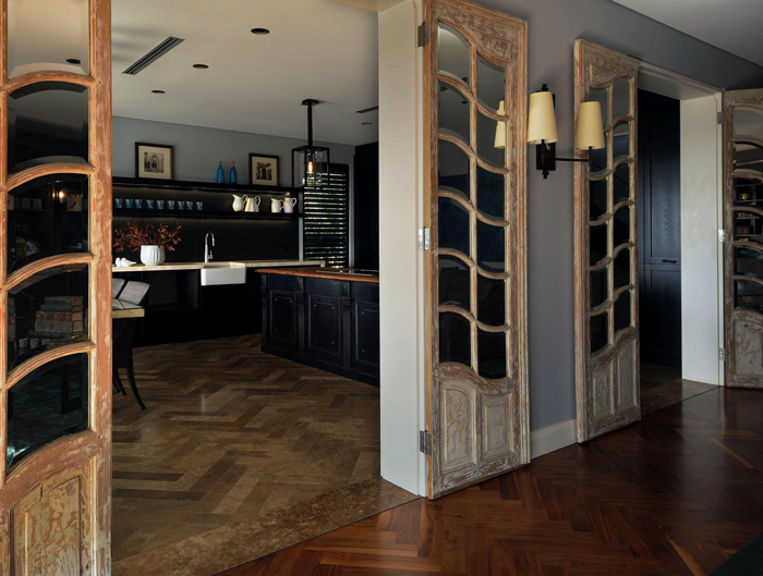 exquisite-black-kitchen-design-with-a-vintage-feel-5