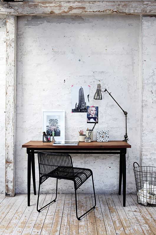 stylish-industrial-desks-for-your-office-23