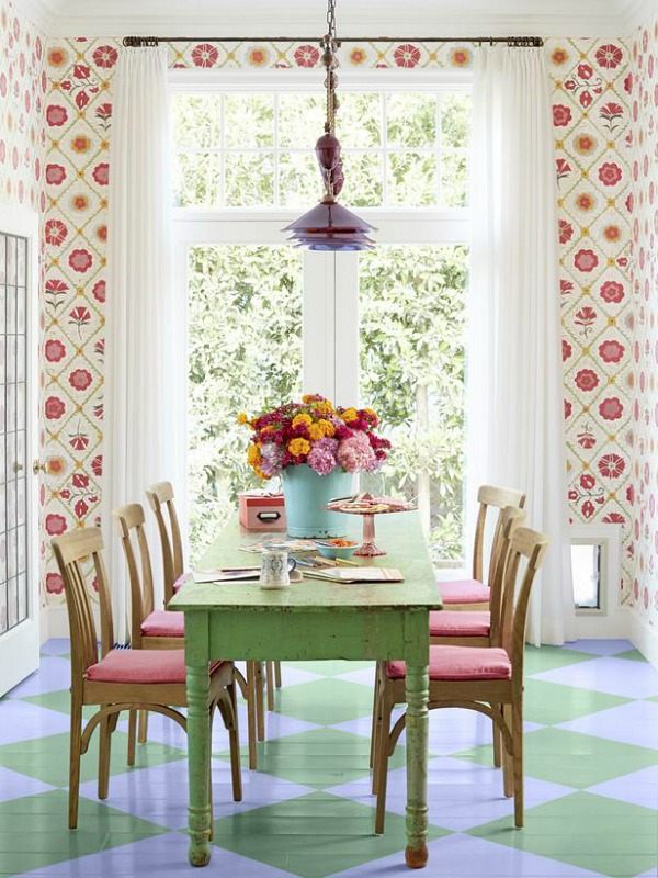 sweet-colorful-cottage-with-shabby-chic-furniture-2