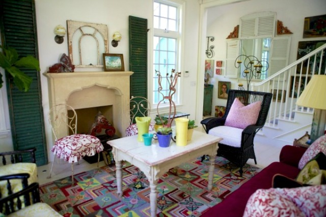 sweet-colorful-cottage-with-shabby-chic-furniture-3