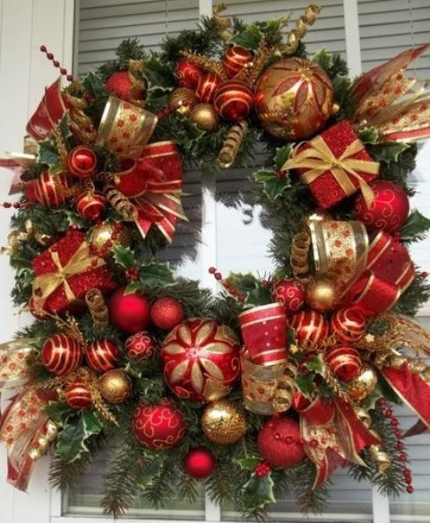 amazing-red-and-gold-christmas-decor-ideas-12