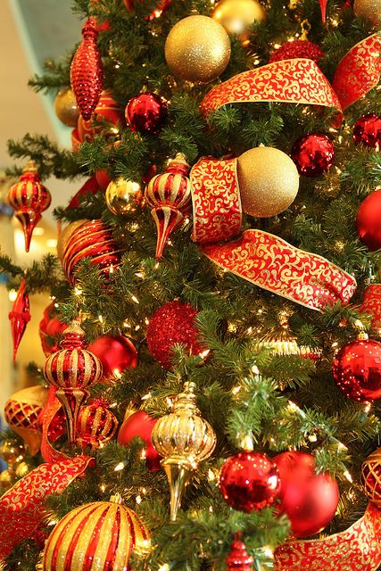 amazing-red-and-gold-christmas-decor-ideas-4