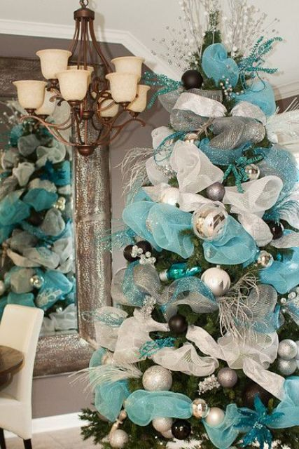 charming-silver-and-blue-christmas-decor-ideas-10