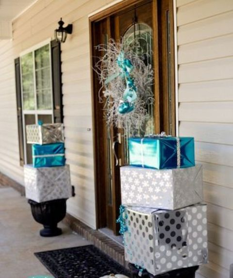 charming-silver-and-blue-christmas-decor-ideas-12