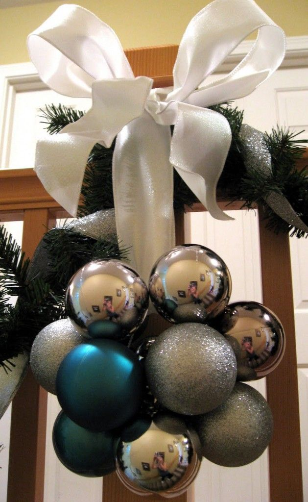 charming-silver-and-blue-christmas-decor-ideas-17
