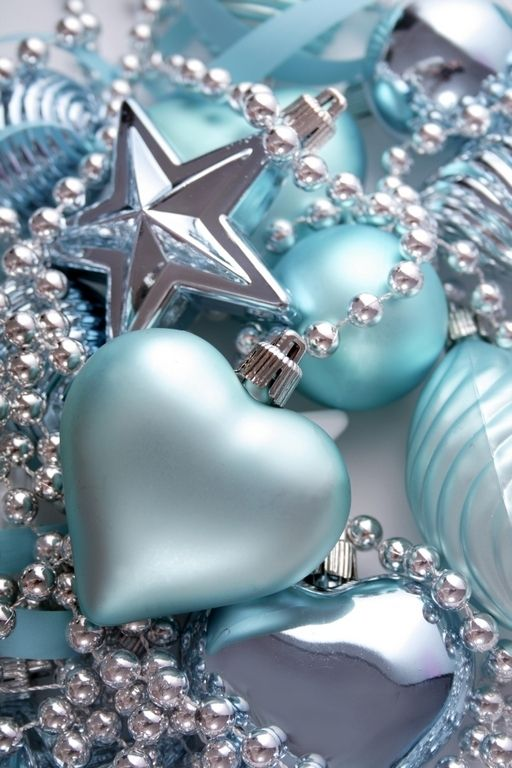 charming-silver-and-blue-christmas-decor-ideas-19