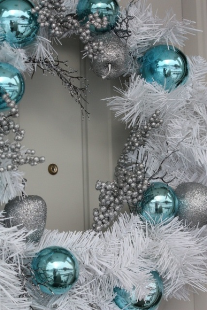 charming-silver-and-blue-christmas-decor-ideas-21