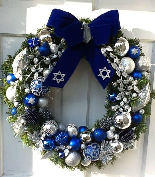 charming-silver-and-blue-christmas-decor-ideas-23