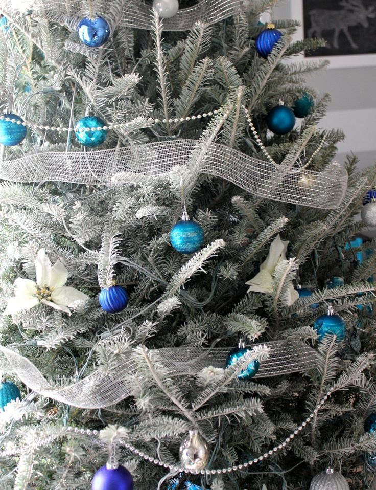 charming-silver-and-blue-christmas-decor-ideas-24