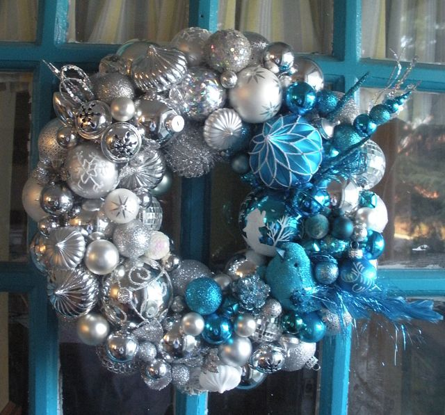 charming-silver-and-blue-christmas-decor-ideas-26