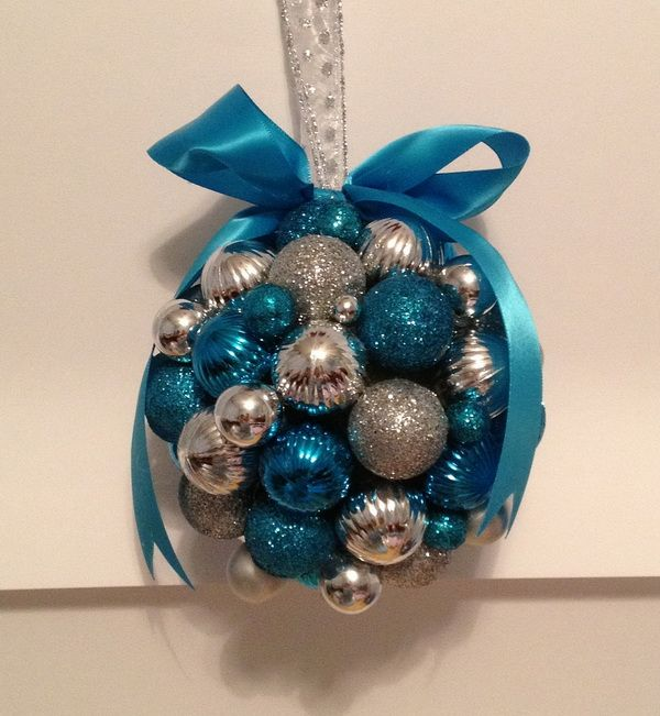 charming-silver-and-blue-christmas-decor-ideas-27