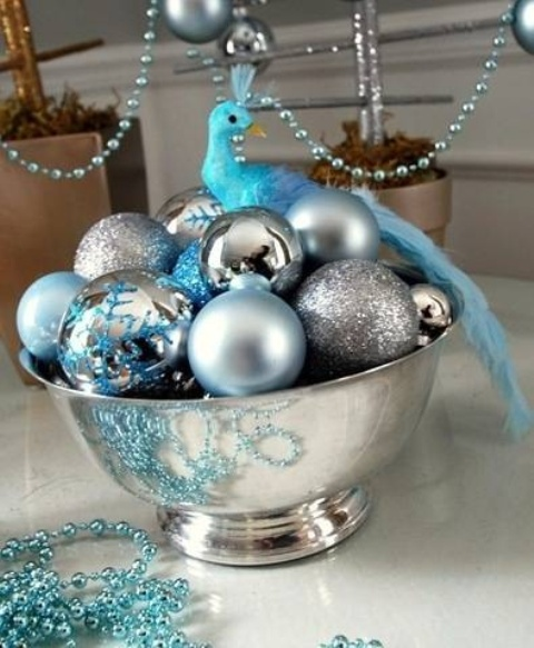 charming-silver-and-blue-christmas-decor-ideas-32