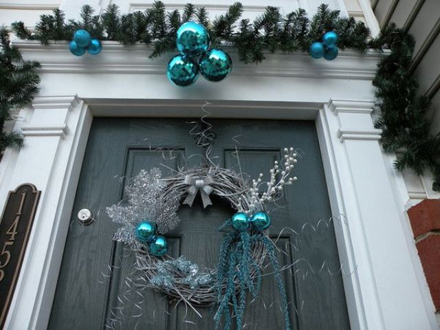 charming-silver-and-blue-christmas-decor-ideas-35
