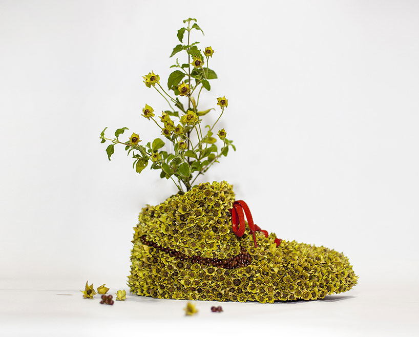 christophe-guinet-crafts-living-NIKE-sneakers-from-flowers-designboom-09