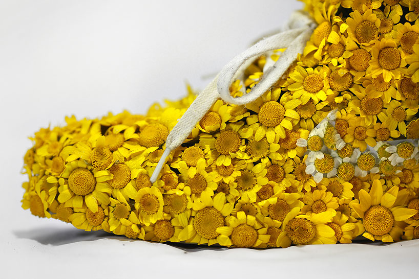 christophe-guinet-crafts-living-NIKE-sneakers-from-flowers-designboom-18