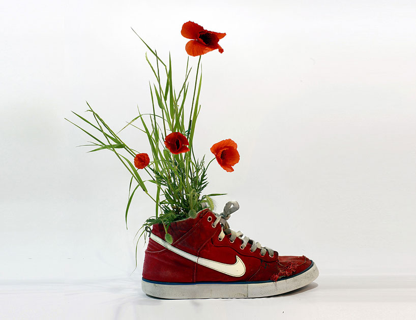 christophe-guinet-crafts-living-nike-sneakers-from-flowers-designboom-13