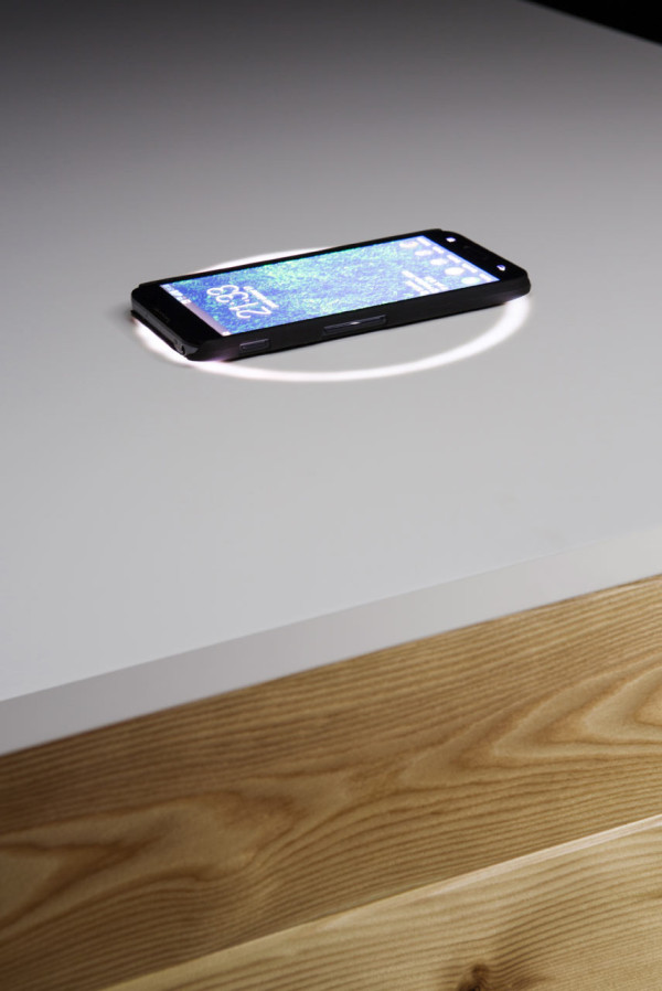 high-tech-katedra-desk-that-charges-your-phone-4