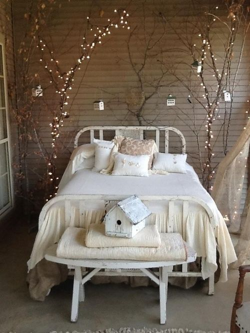 how-to-use-string-lights-for-your-bedroom-ideas-24