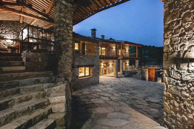 modern-home-with-stone-walls-and-wooden-beams-2