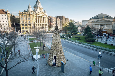 Christmas-tree-without-the-glitter-by-Hello-Wood_dezeen_468_8