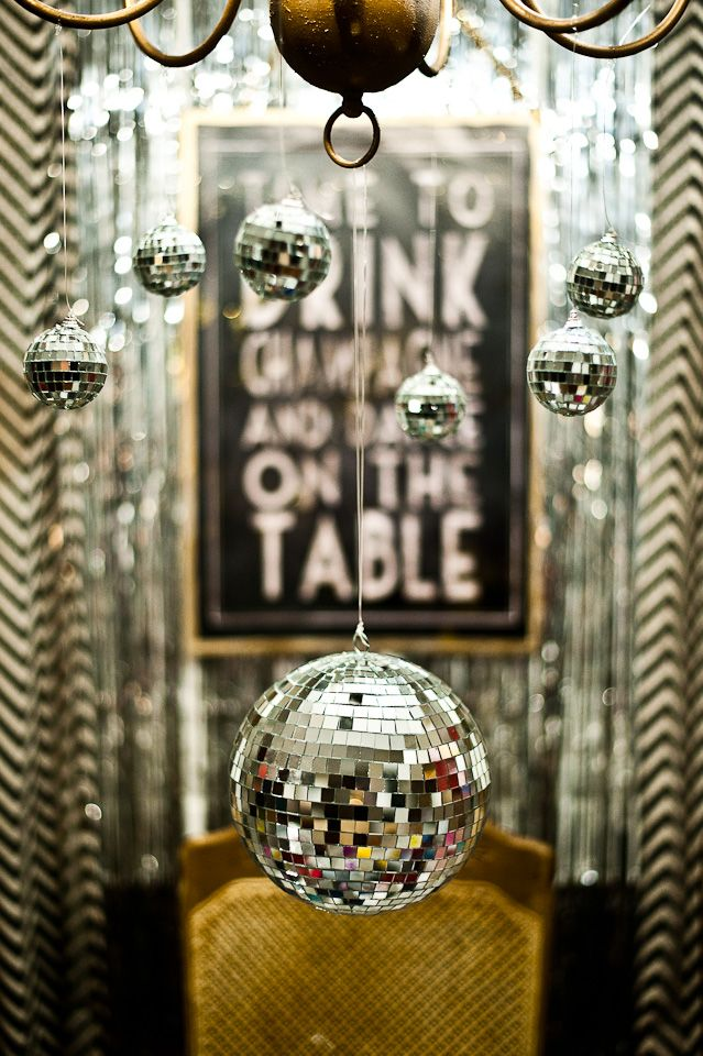 cheerful-new-year-party-decor-ideas-31
