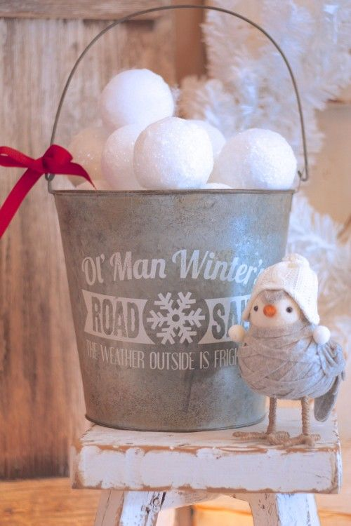 cute-snowball-decor-ideas-for-winter-holidays-14