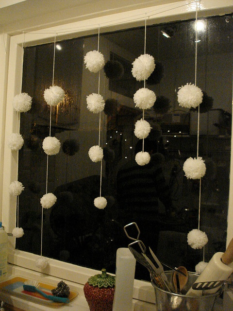 cute-snowball-decor-ideas-for-winter-holidays-16