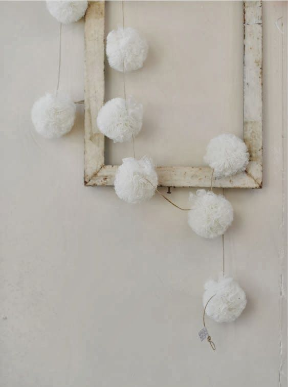 cute-snowball-decor-ideas-for-winter-holidays-34