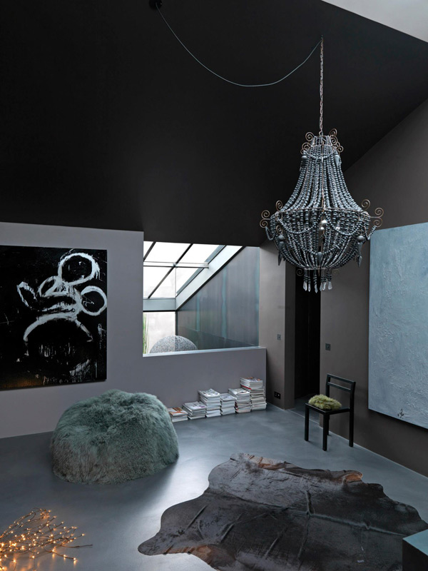 dramatic-dark-home-with-unexpected-accents-4