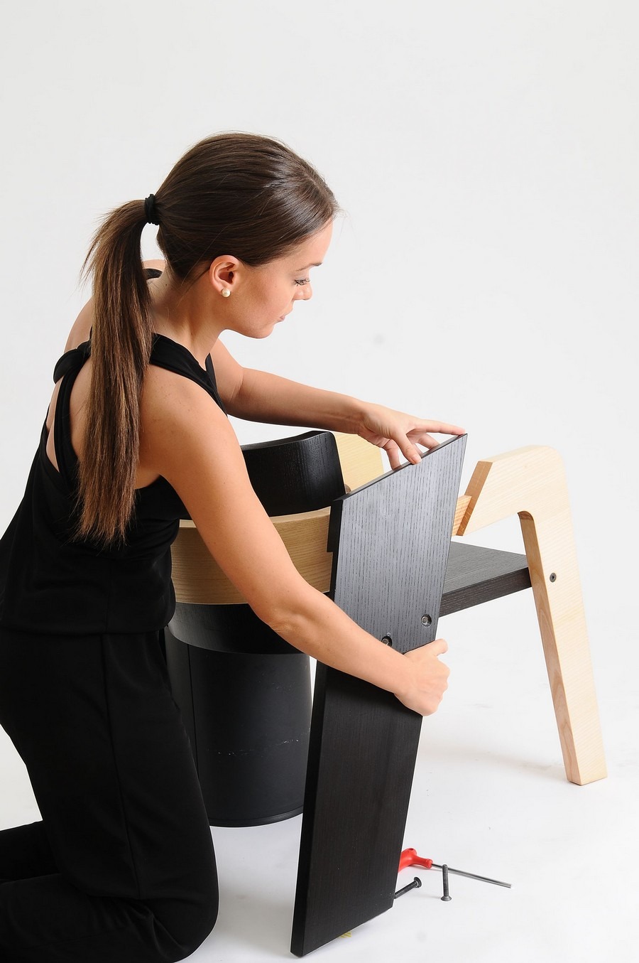 elegant-self-assembly-io-chair-from-two-toned-wood-5