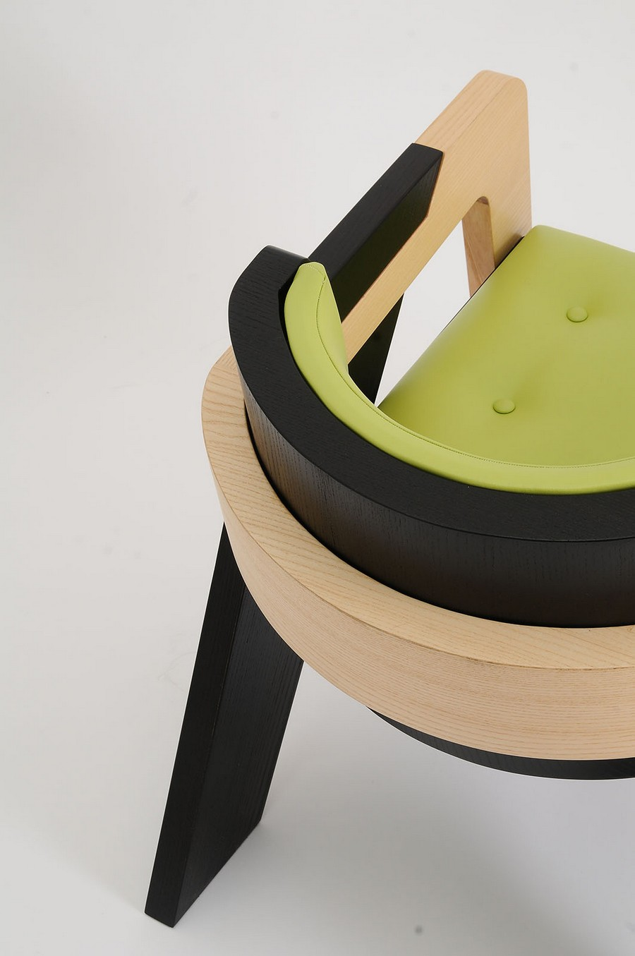 elegant-self-assembly-io-chair-from-two-toned-wood-8