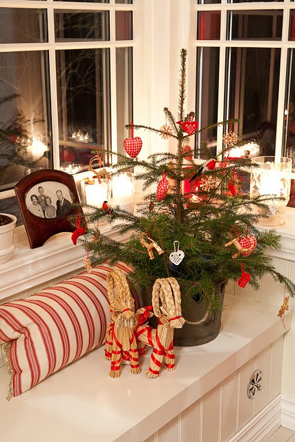 space-saving-christmas-trees-for-small-spaces-14