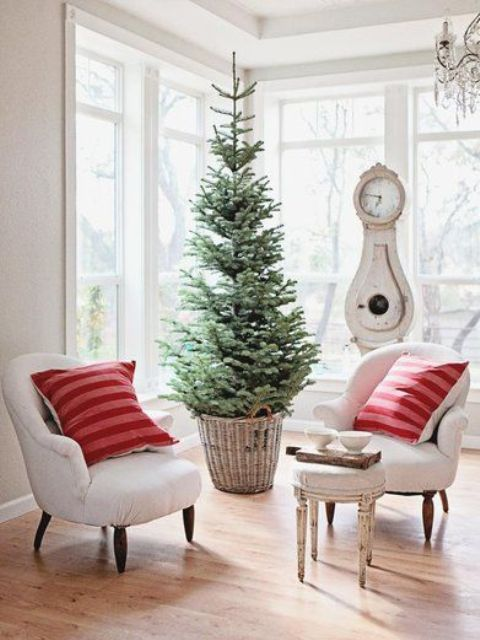 space-saving-christmas-trees-for-small-spaces-17