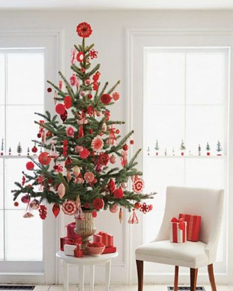 space-saving-christmas-trees-for-small-spaces-24